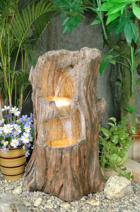 Фонтан из дерева отлично подходящий для романтического места для отдыха.