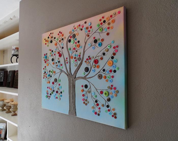 Дерево из простых разноцветных пуговиц - оригинальная поделка для интерьера.