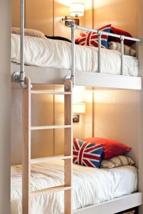 Ультрасовременная двухэтажная кровать, выполненная в классическом стиле.