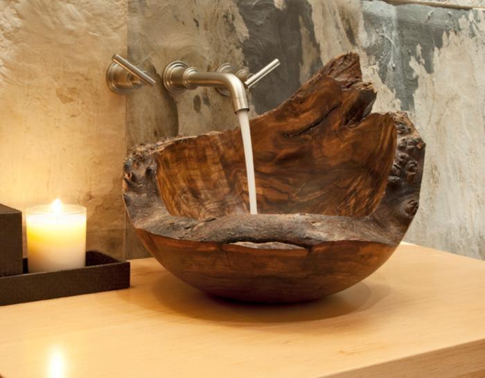 Креативное решение создать раковину из необработанного куска древесины, что станет находкой для современного интерьера.