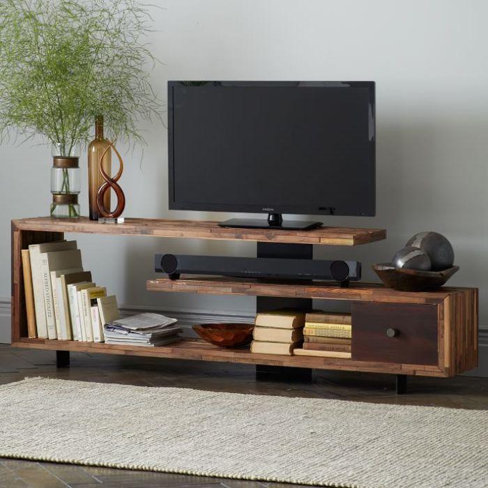 Планируя, как будет выглядеть модульная стенка в зоне для просмотра телевизора, важно предусмотреть надежность и долговечность деревянных материалов, применяемых в конструкции.