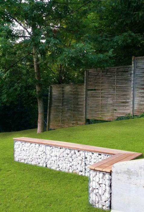 Объёмные изделия прямоугольной формы из проволочной кручёной сетки могут стать отличным решением для обустройства придомовой территории.