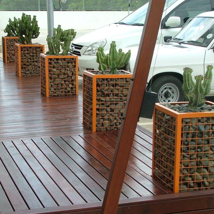 Габионы могут стать визитной карточкой любого загородного участка или помещения.
