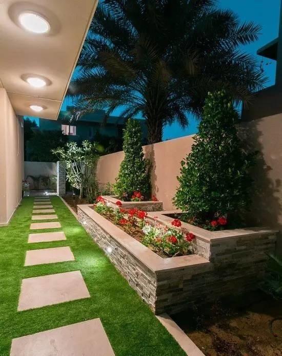 Современный пример правильного и лаконичного обустройства садового участка с применением классических приёмов ландшафтного дизайна.