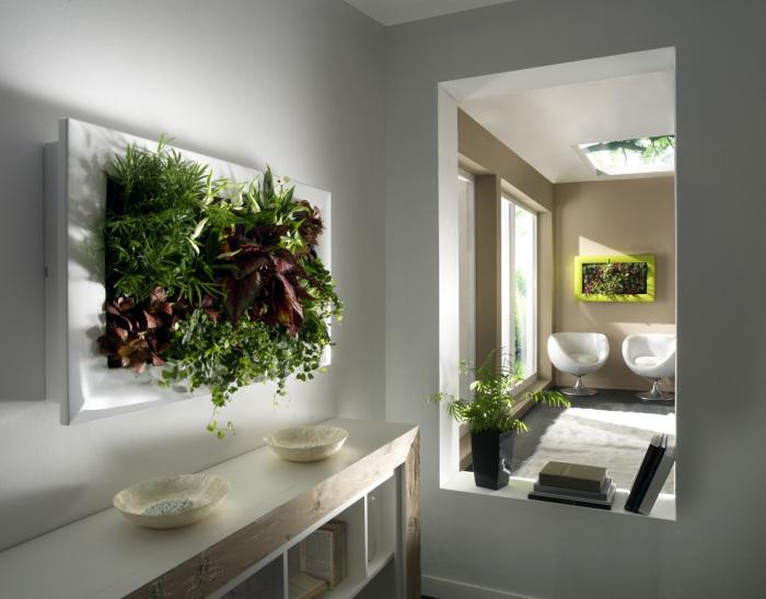 Искусственные цветы и растения станут ярким и оригинальным дополнением в любой комнате.