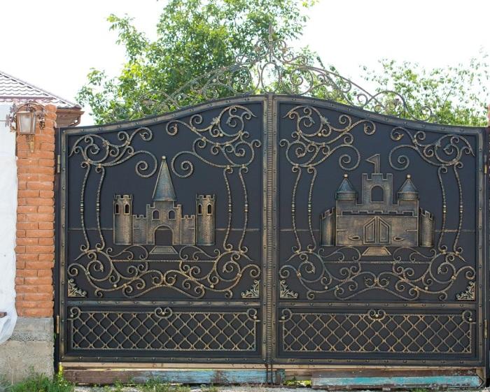 Красивые ворота для частного дома.