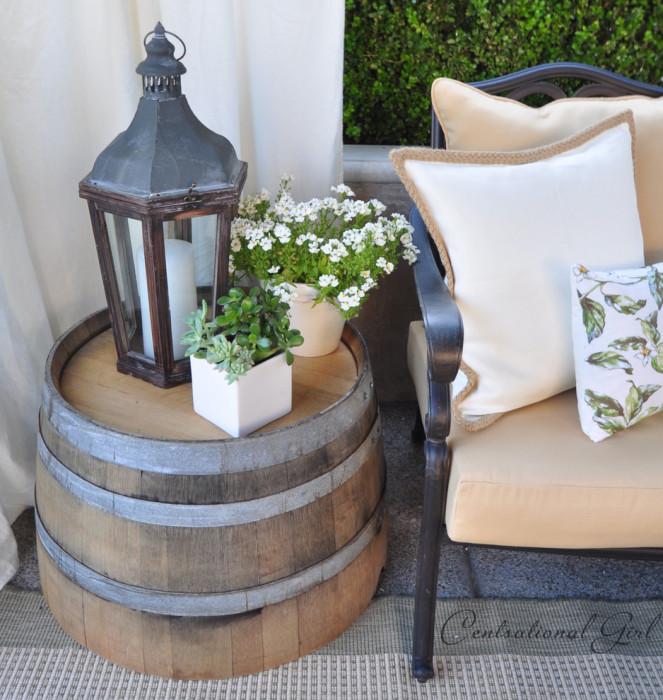 Деревянная тумбочка, сделанная из винной бочки, станет изюминкой в любом интерьере.
