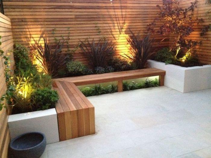 Правильне зонування простору за допомогою дерев'яного паркану.