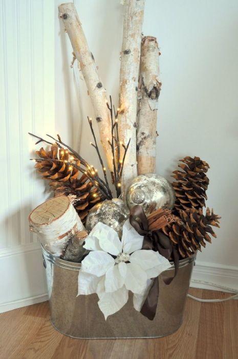 Для новогоднего интерьера традиционно используют цвета и материалы зимнего леса.