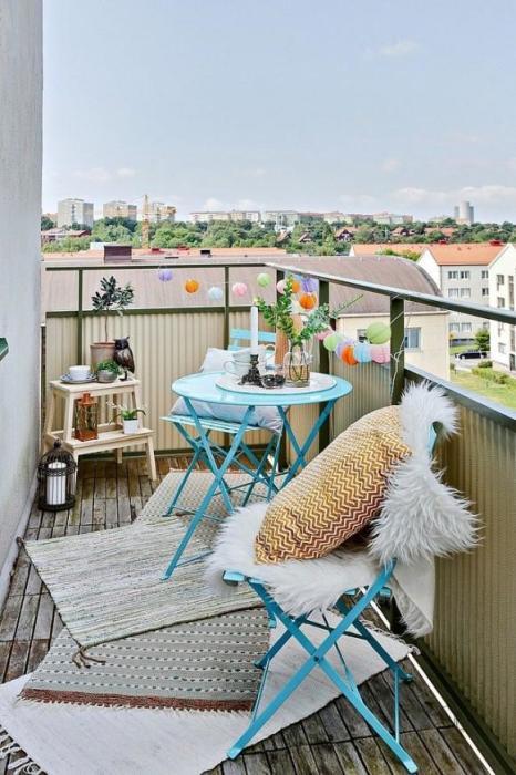 Отличная идея для внутреннего оформления балкона.