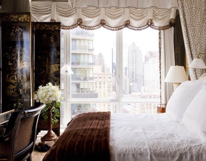 Небольшая стильная спальная комната для настоящих аристократов.