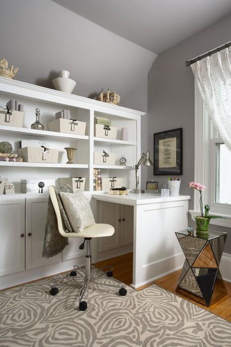 Домашний офис в светло-серых тонах.