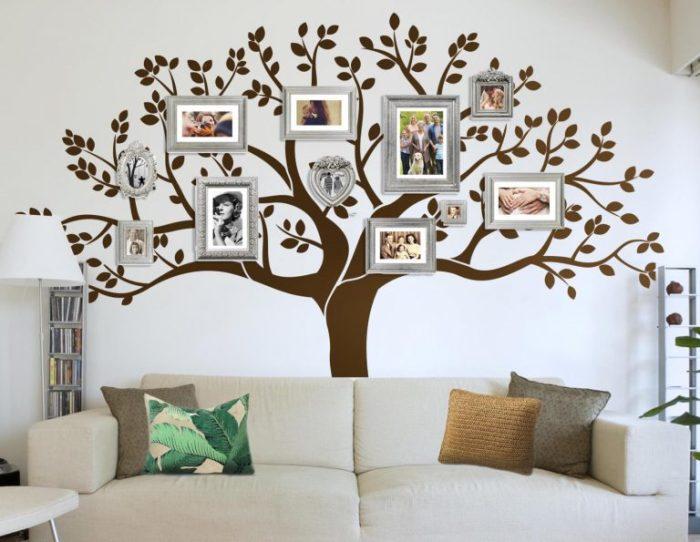 Просто отличный вариант оформления семейного дерева в гостиной комнате.