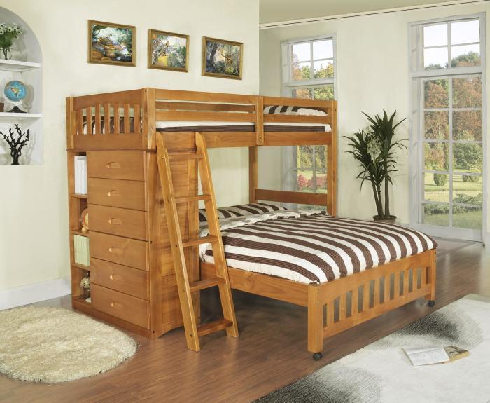 Раскладная двухъярусная кровать из натурального дерева.