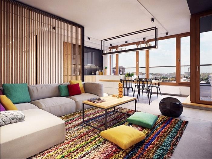 Поворотная перегородка из светлой породы древесины, разделенная на небольшие секции - идеальное решение для оптимизации интерьера в однокомнатной квартире.