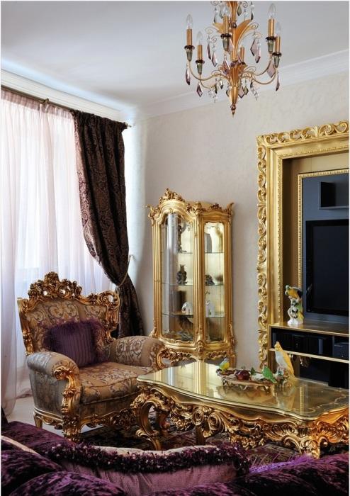 Роскошная золотая мебель в стиле Барокко для гостиной комнаты.