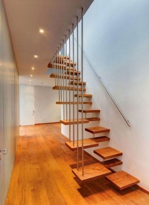 Лестница в доме - прекрасный вариант для реализации самых смелых дизайнерских идей и проектов.