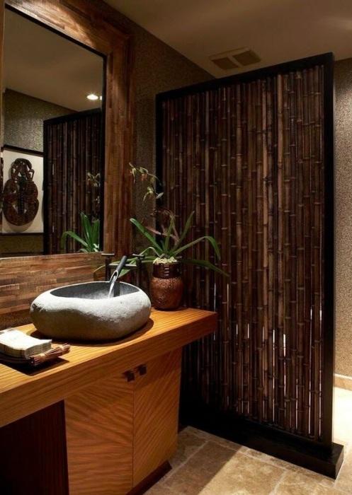Бамбуковая перегородка, покрытая специальным лаком для долговременной эксплуатации.