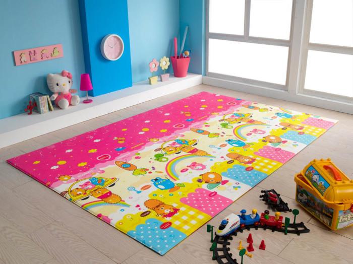 Ковер, выполненный специально под заказ для детской комнаты.