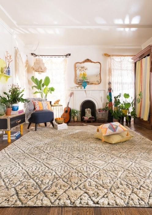 Бежевого оттенка вискозные ковры всегда остаются на пике моды.