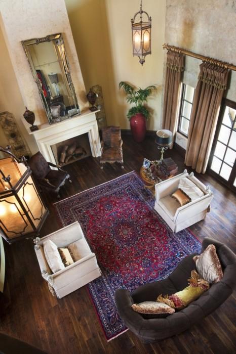 Классический шерстяной ковер станет отличным дополнением к вашей гостиной.