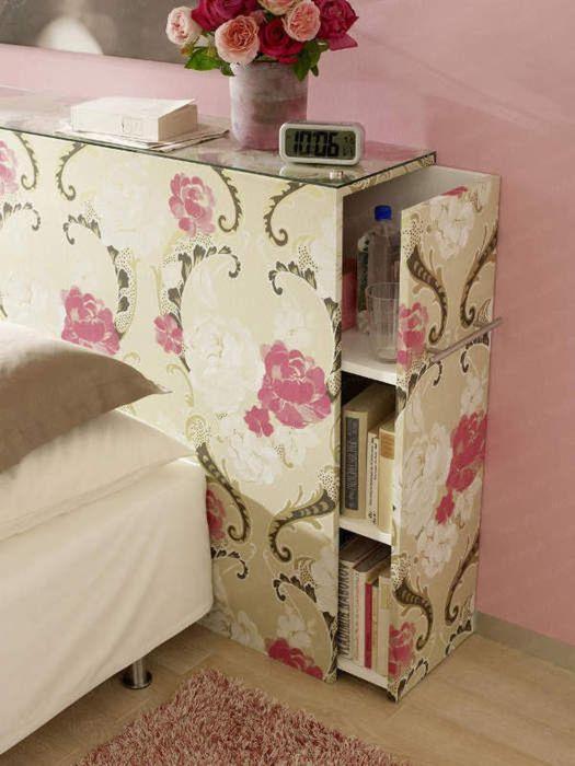 Выдвижной шкаф у изголовья кровати - крутая идея для маленькой спальной комнаты, которую стоит взять на заметку.