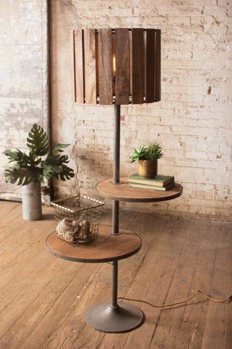 Хороший вариант создания светильника, выполняющего сразу несколько функций.
