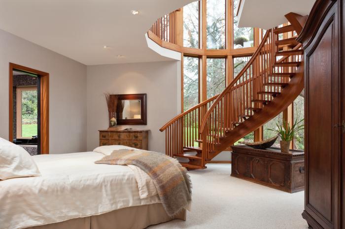 Фантастические лестницы в интерьере загородного дома.