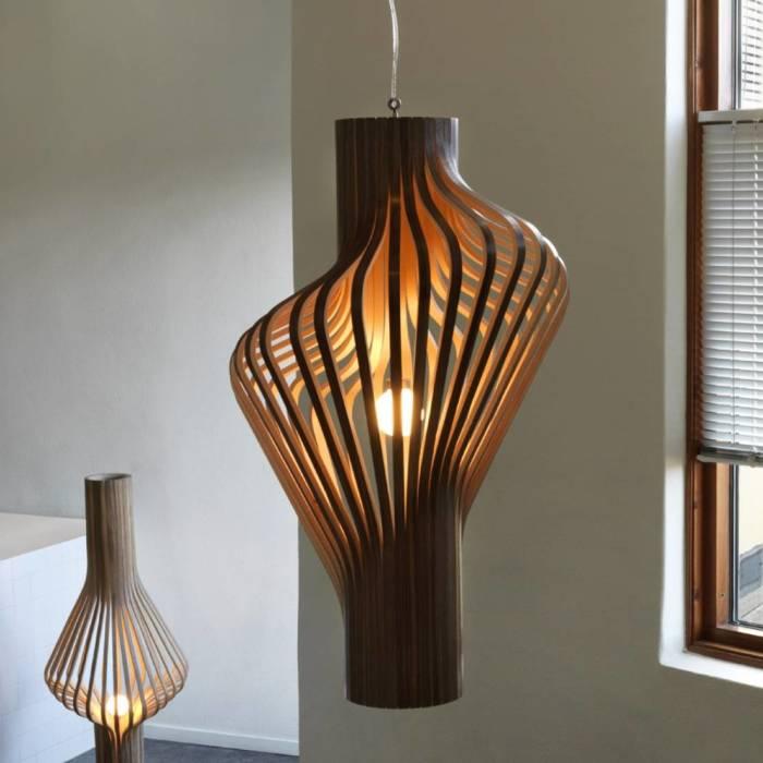 Нескучный деревянный светильник в стиле хай-тек технологий, который порадуют глаз и станет просто идеальным решением для преображения интерьера гостиной комнаты.
