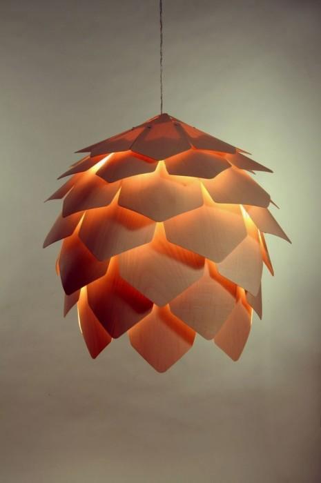 Восхитительная люстра в форме цветка из тонких прессованных листов древесины.