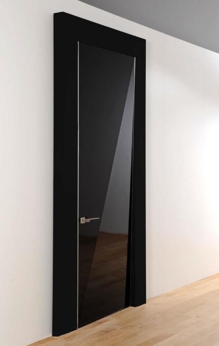Матовая комнатная дверь - смелое и нестандартное решение.