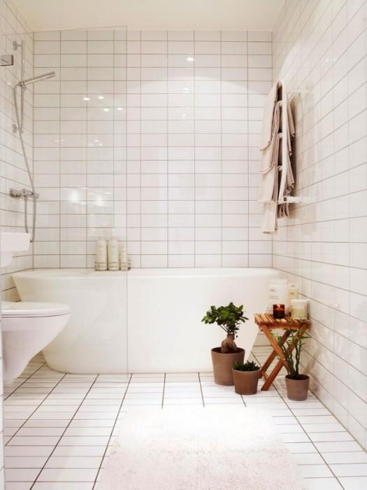 Визуальное увеличение пространства ванной комнаты с помощью прозрачной перегородки из стекла.