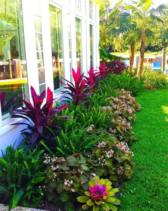 Отличный вариант озеленения и благоустройство небольшой территории садового участка.