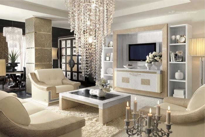 Аристократический стиль гостиной комнаты с идеальной зоной для просмотра телевизора.