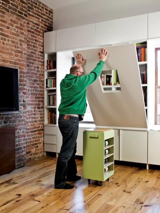Раскладной мини-офис поможет значительно сэкономить пространство в малогабаритной квартире.