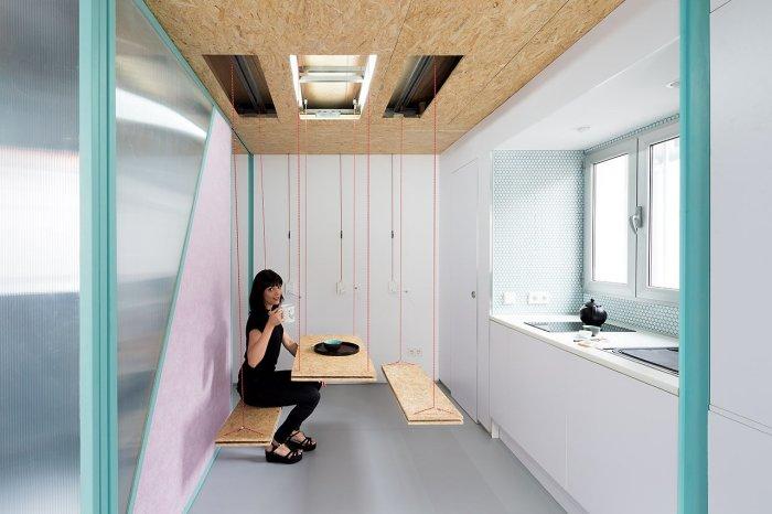 Мебель с простым подъемным механизмом в интерьере лоджии.
