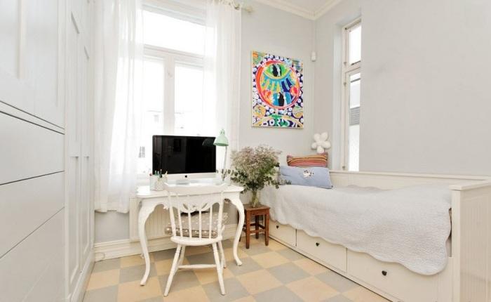 Встроенные шкафы из гипсокартона - достаточно традиционный способ экономии пространства.