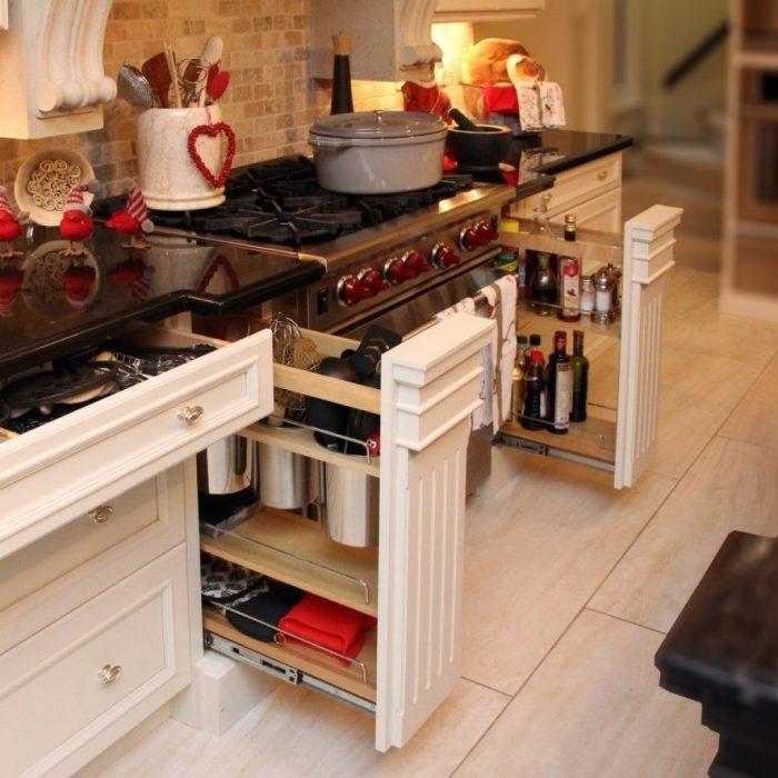 При обустройстве кухни крайне важно правильно организовать рабочее пространство.