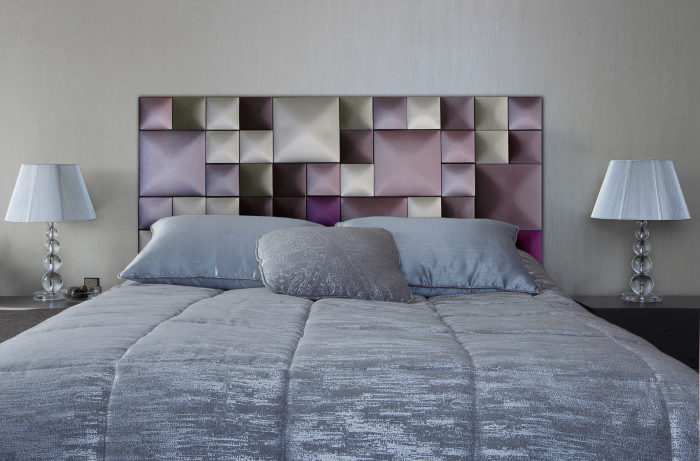 Мягкие контрастные панели для изголовья кровати, которые не нарушат гармонию тепла и уюта в спальной комнате.