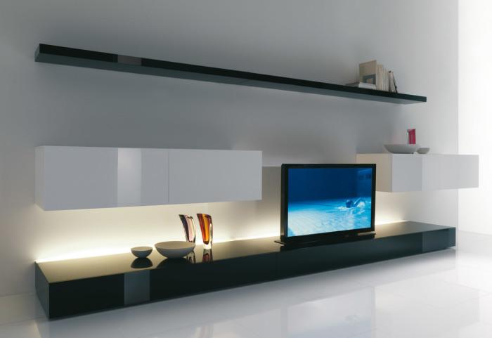 Идеально сочетающиеся светлые и темные оттенки в зоне для просмотра телевизора.
