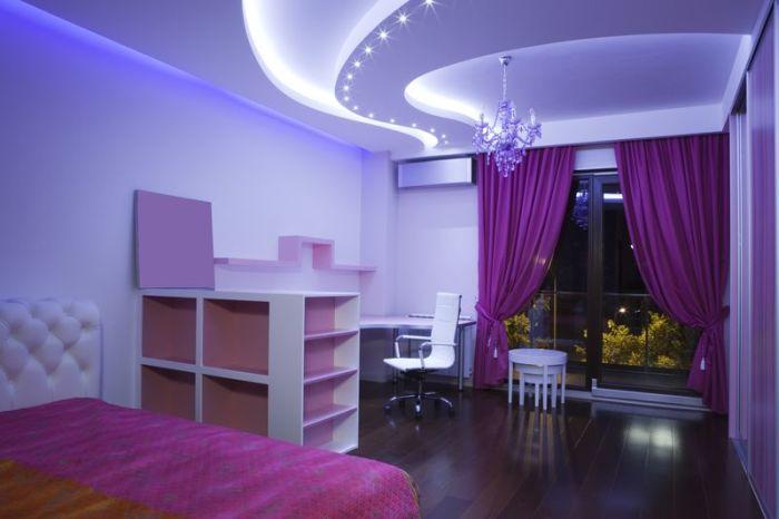 Светодиодные светильники можно использовать для расстановки акцентов в интерьере комнаты.