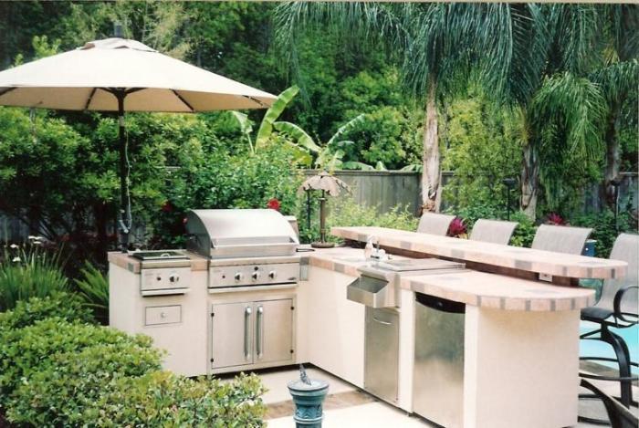 На летней кухне вся техника должна быть защищена от капризов погоды.