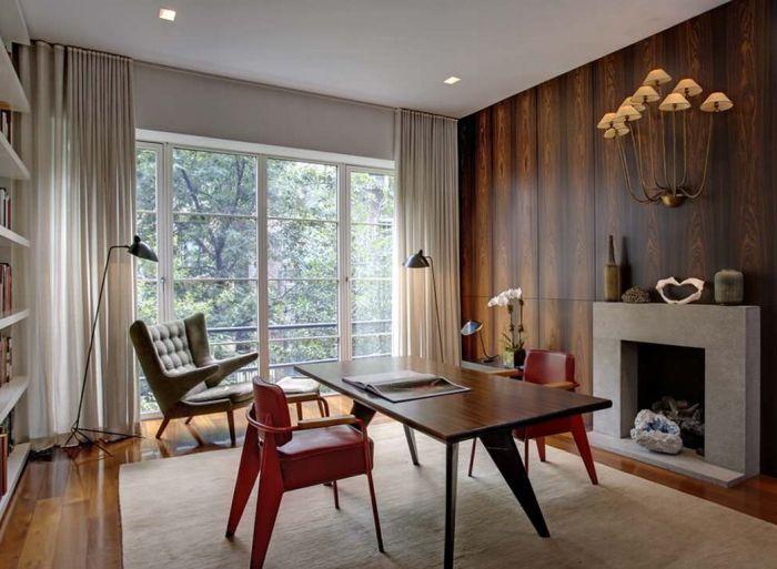Лакированное покрытие позволяет сохранить натуральный блеск древесины.