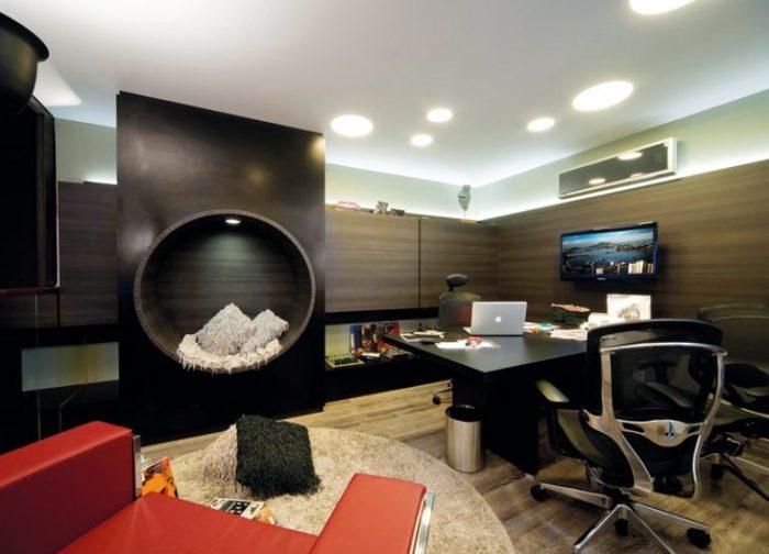 Стильный домашний офис в классическом стиле.