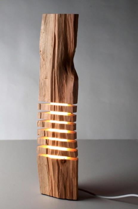 Крутое решение создать напольный торшер из цельной древесины.