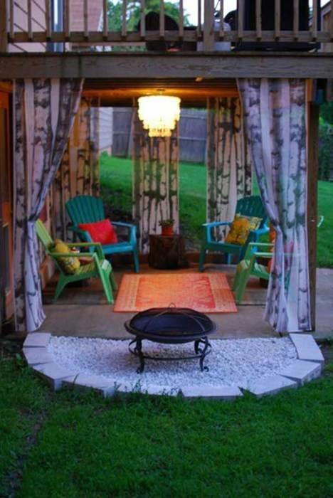 Чудесное летнее патио во внутреннем дворике станет любимым местом для отдыха всех членов семьи.