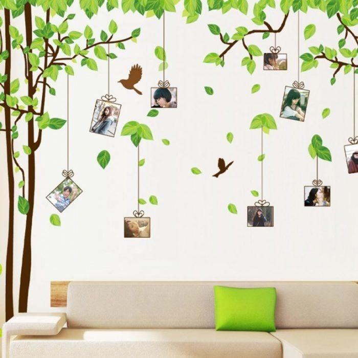Необычное оформление стены фотографиями и картинами.