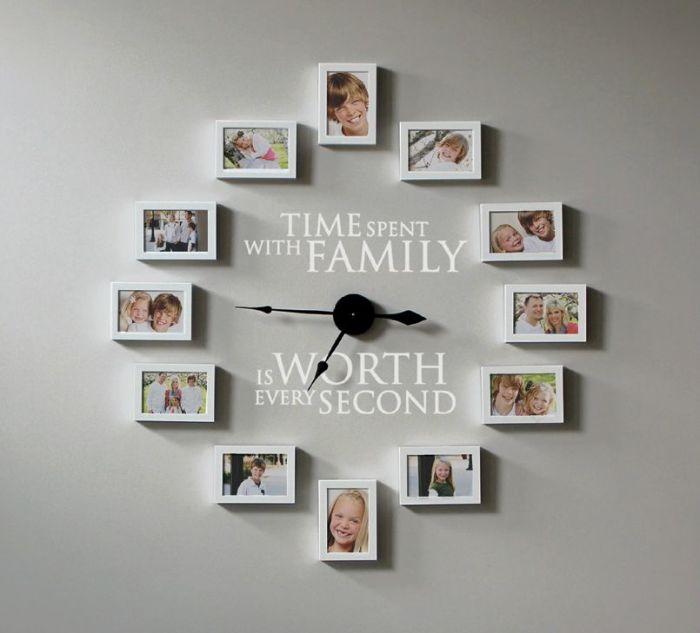 Часовая модель в форме классической окружности с любимыми фотографиями.