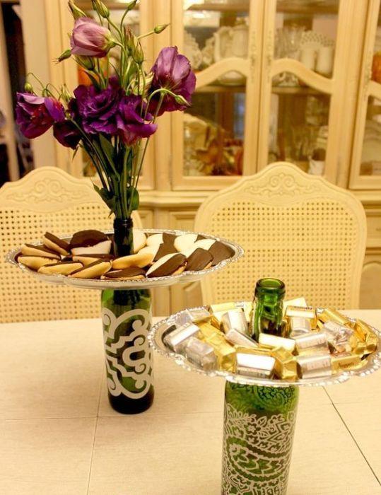 Тарелка для десертов и стеклянная ваза в одной поделке.