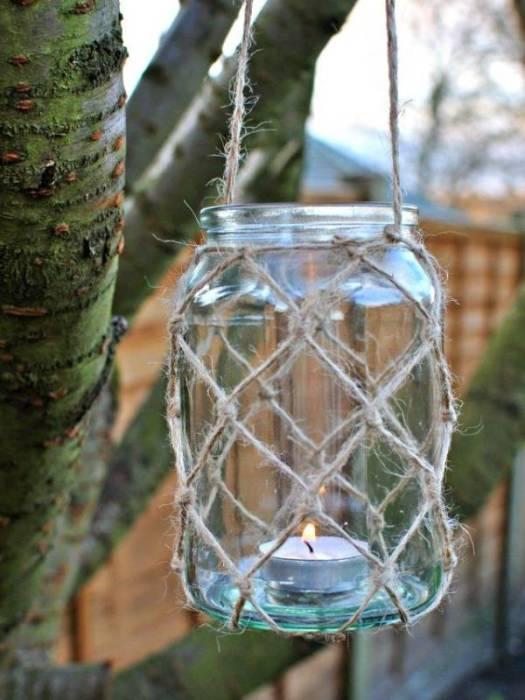 Потрясающий светильник, который можно сделать из небольшой стеклянной банки.